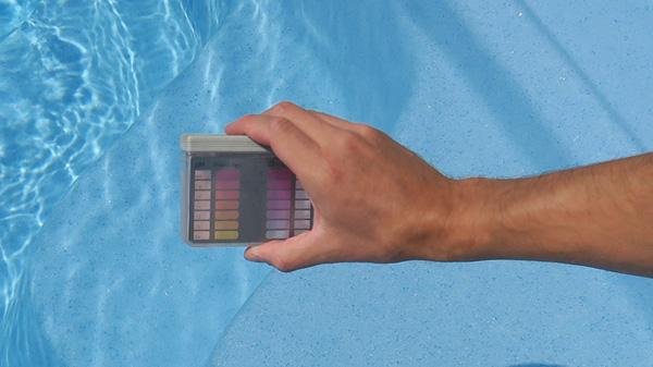 pomiar chloru w basenie